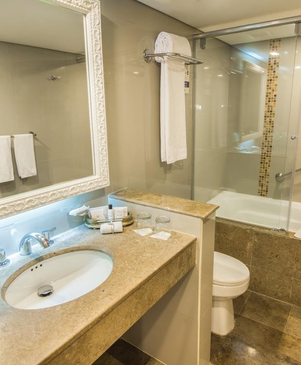 Junior Suite bathroom with bathtub GHL Hotel Hamilton Hotel GHL Collection Hamilton Bogota