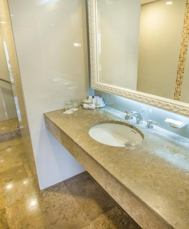 Bathroom Junior Suite GHL Hotel Hamilton Hotel GHL Collection Hamilton Bogota
