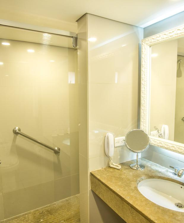 Twin Bathroom GHL Hotel Hamilton Hotel GHL Collection Hamilton Bogota